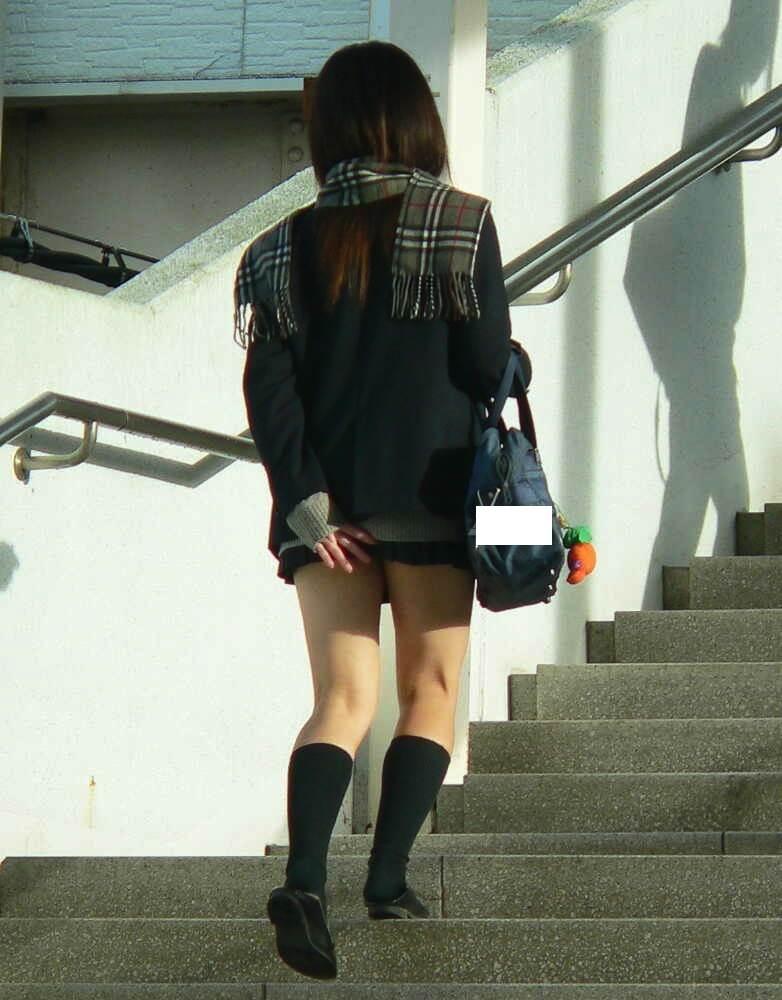 スカートおさえる12