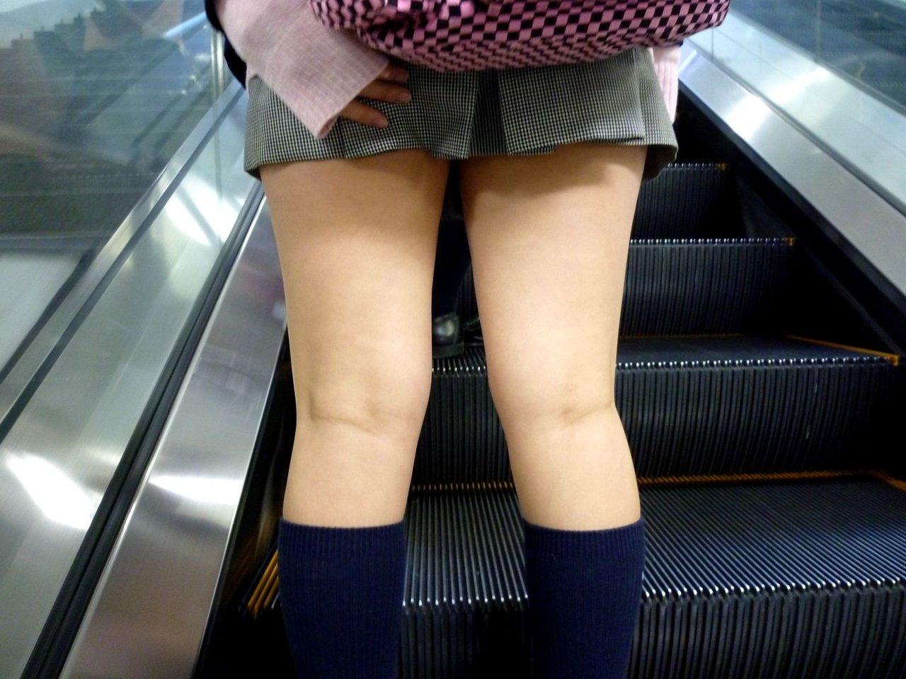 スカートおさえる16