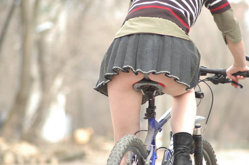 自転車パンチラ脚3