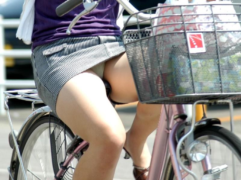 自転車パンチラ脚10