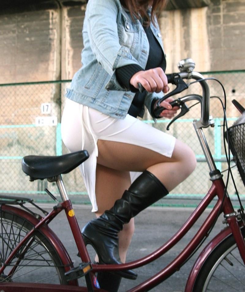自転車パンチラ脚12