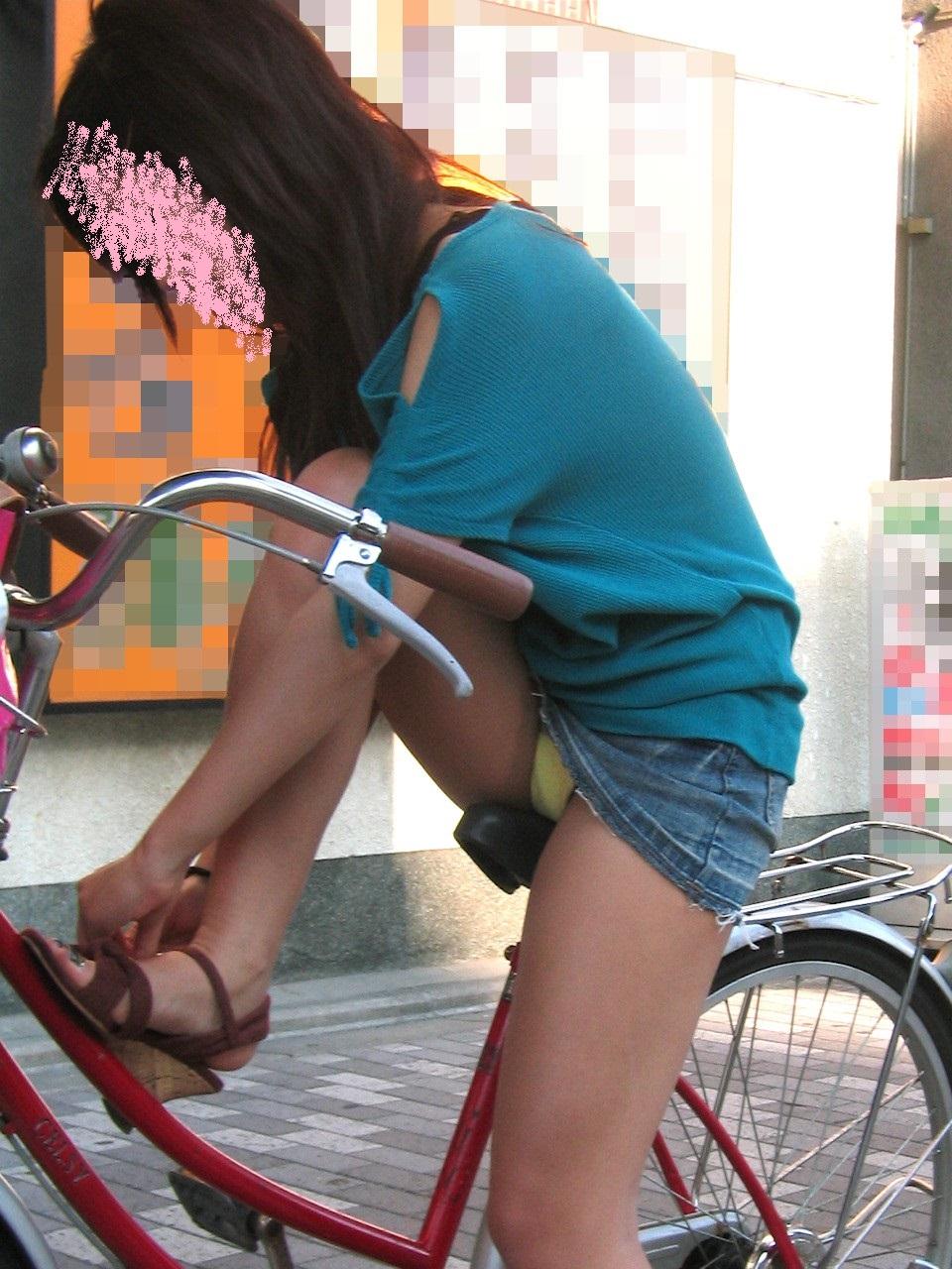 自転車パンチラ脚20