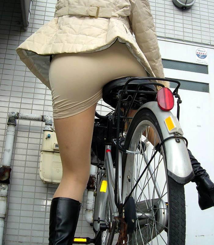 自転車パンチラ脚21