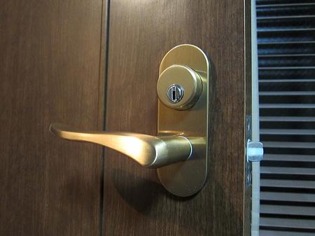 室内ドア 鍵つきへ交換(2)