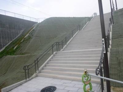 東名駅階段