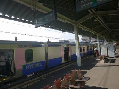 塩釜駅とハイブリット車1