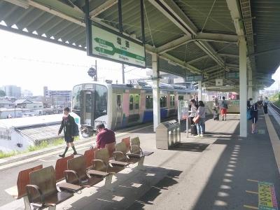 塩釜駅とハイブリット車2