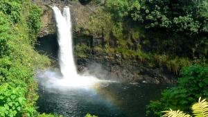ハワイ島のレインボーフォール(虹の滝)