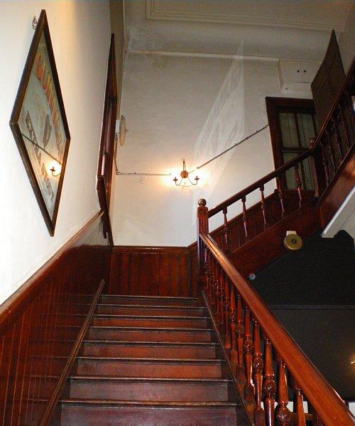 村井銀行七条支店・階段