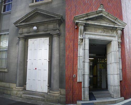 村井銀行出入口