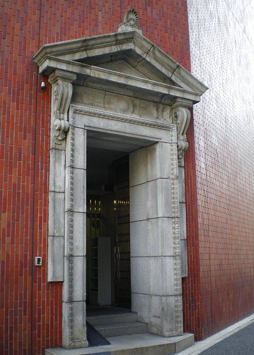 村井銀行本店入口