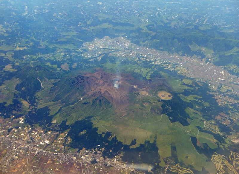 桜島と阿蘇山が噴火…阿蘇中岳は噴煙1500メートルに