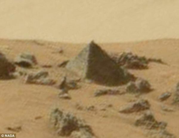 【宇宙人】火星で「ピラミッド」のようなモノが発見される!