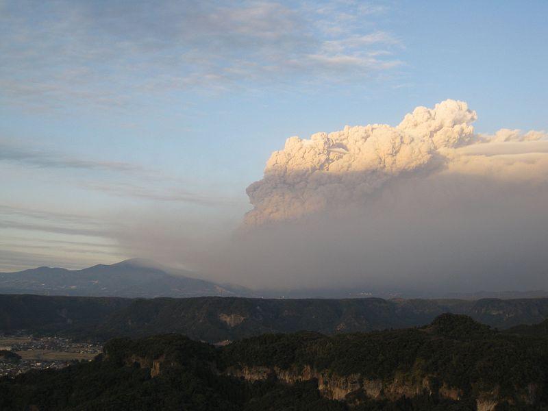 新燃岳噴火から4年…現在も火口深部は依然高温のまま