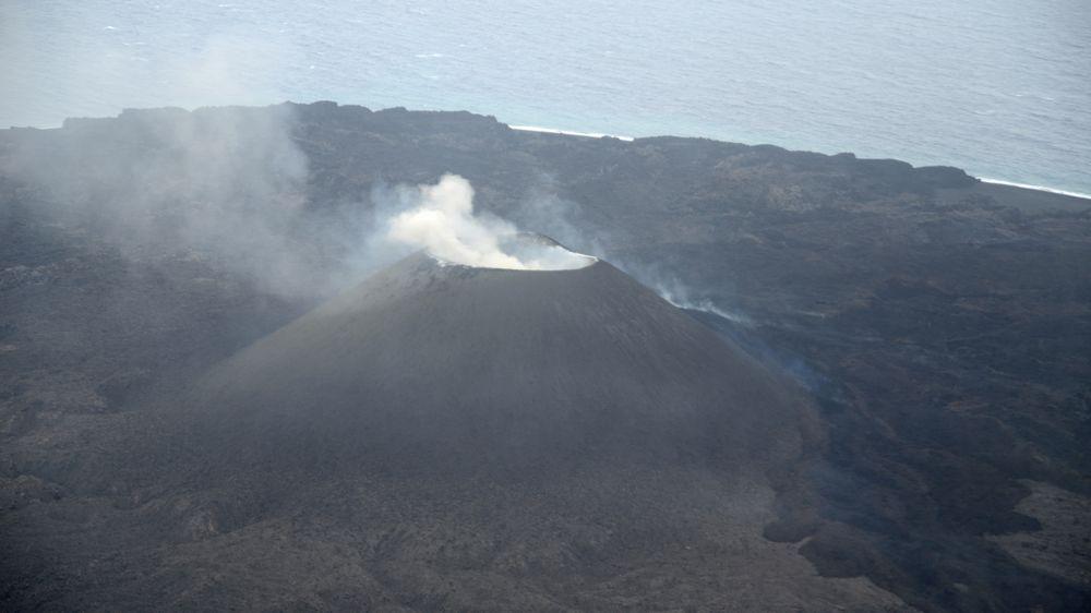 【西之島】島の周りの水域が「黄緑色」に変色…大規模噴火も想定