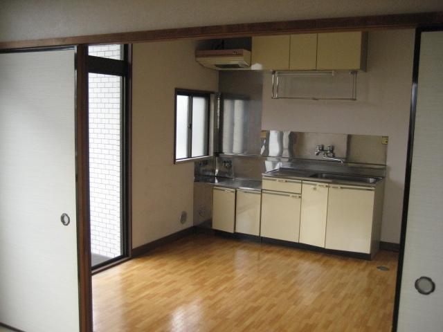 【賃貸アパート】壁に穴開け、家具の固定ができない「退去時の敷金が…」