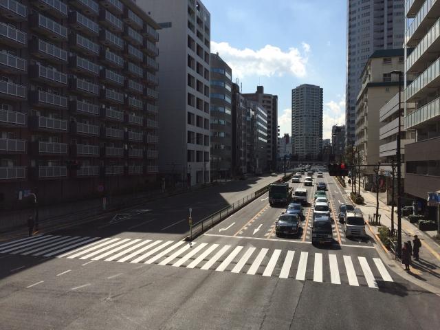【埼玉県狭山】国道の歩道が陥没…下は空洞になっており、原因は不明