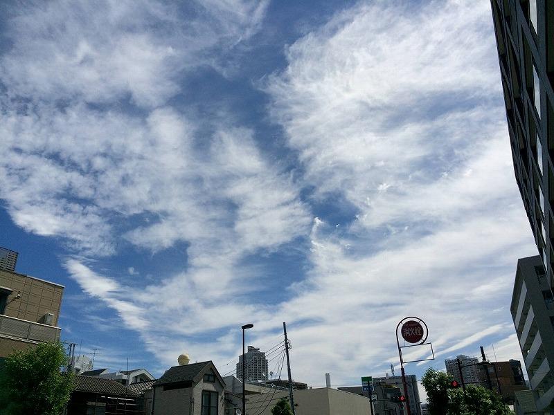 東京の空に地震雲が多数出現