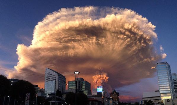 チリのカルブコ火山が大噴火…「まるで世界の終末」