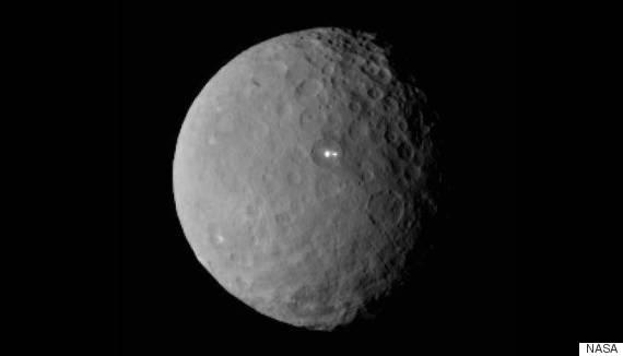 【宇宙人】NASAも困惑…準惑星ケレスに正体不明の謎の光が2つ