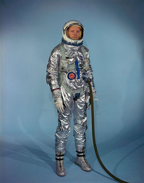アポロ11号アームストロング船長が持ち帰った手土産の「カメラ」45年ぶりに公開