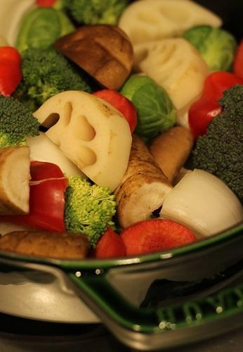 staubで蒸し野菜