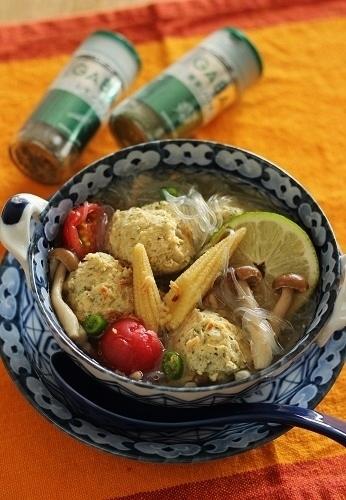 レモングラスで肉団子の春雨スープ2