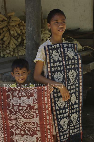 スンバ島の織物1