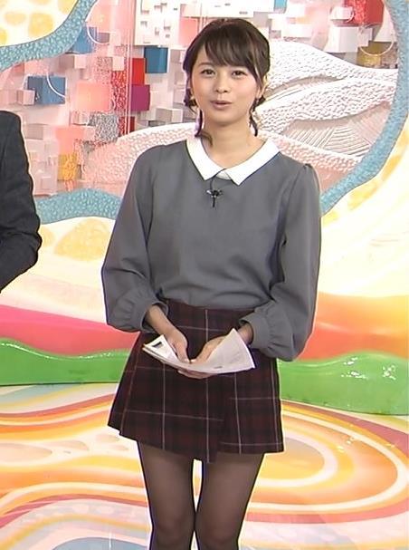 高見侑里 すごく短いスカート&黒ストッキング