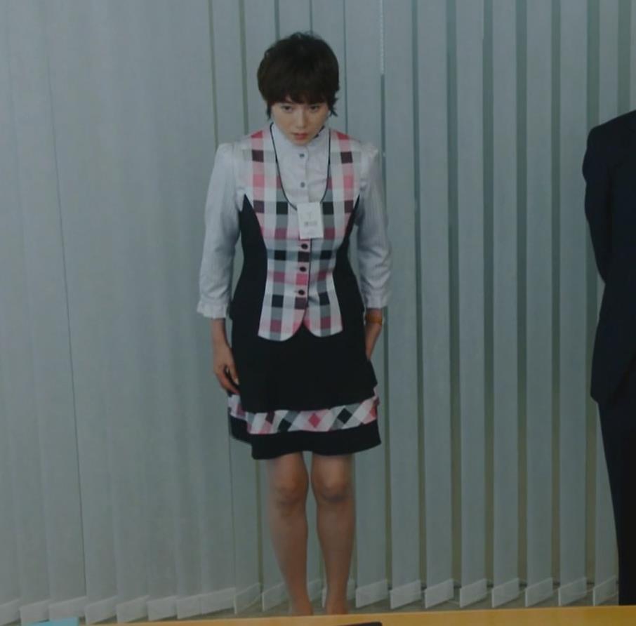 真木よう子 ミニスカ、メイド風コスプレキャプ画像(エロ・アイコラ画像)