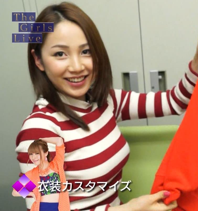 吉川友 ボーダーシャツで巨乳アピールが好きみたいキャプ画像(エロ・アイコラ画像)
