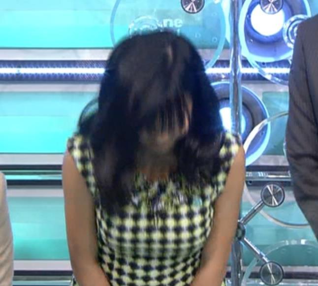 小島瑠璃子 はちきれそうな着衣巨乳キャプ画像(エロ・アイコラ画像)