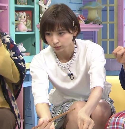 篠田麻里子 ミニスカ美脚キャプ画像(エロ・アイコラ画像)
