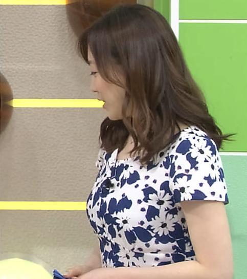 江藤愛 巨乳のタイトなワンピースキャプ画像(エロ・アイコラ画像)