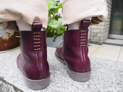 紫の靴後ろ
