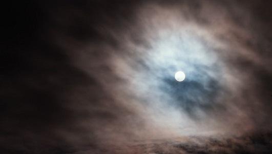 雲の中から