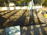 砂場を殺菌消毒
